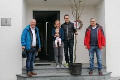 group_11_2020_Lebensbaumueberbringung_Fam.-Haan