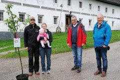 group_11_2020_Lebensbaumueberbringung_Fam.-Helmberger-Bammer
